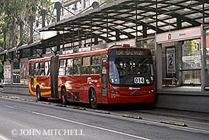 Metrobus at a station on Avenida Insurgentes
