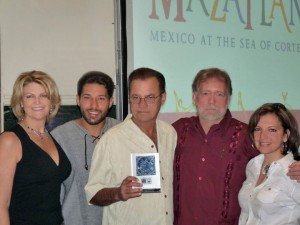 Lisa Coleman, Alex Gallo, winner Dan Millington, David  Simmonds and Lydia Gregory at the 2009 Nick Gallo Award presentation in Acapulco, Mexico.