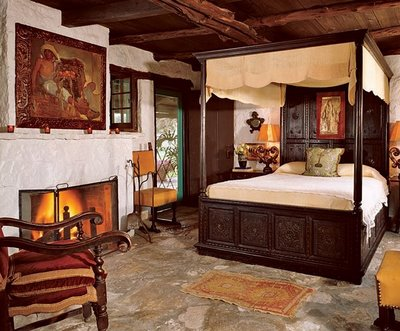 Spanish colonial style a path to the past mexico premiere for Spanish style bedroom